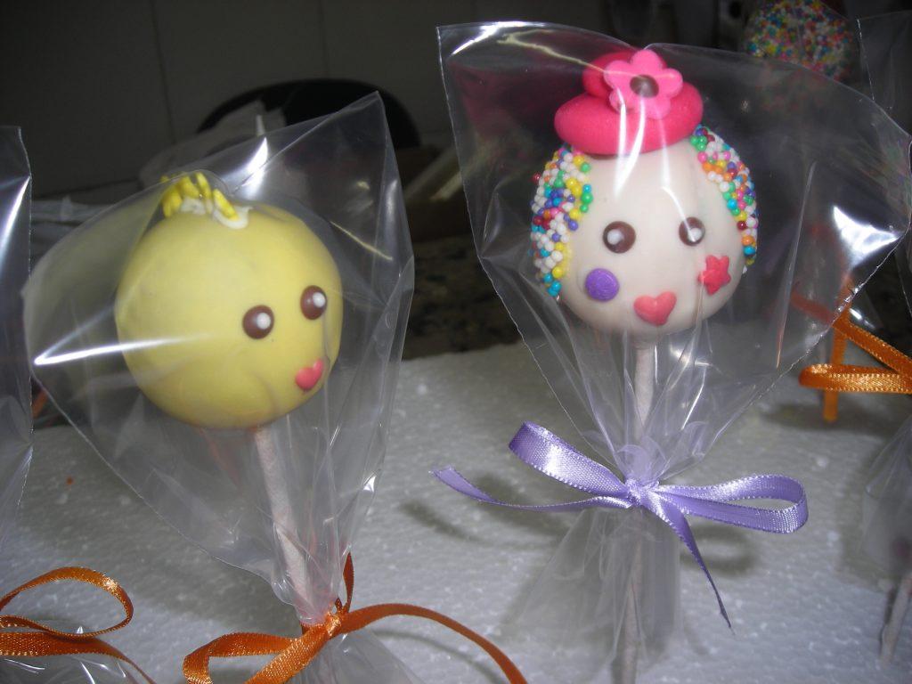 Bolos de pirulitos com decorações para festas de criança com Elaine Oliveira