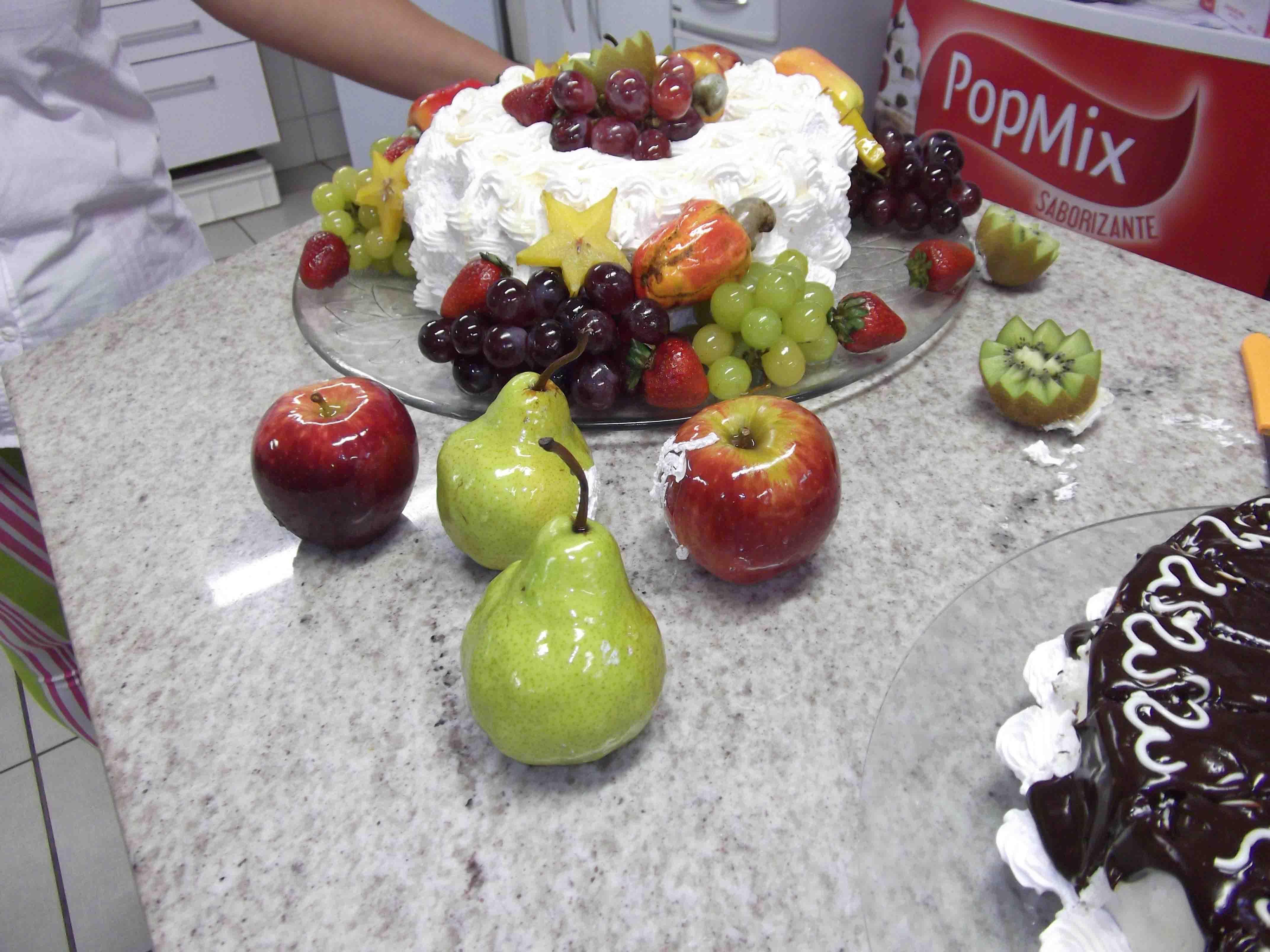 Bolo de frutas laqueadas com Isamara Amâncio